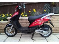 50cc Sinnis Falcon scooter , excellent condition , red/black
