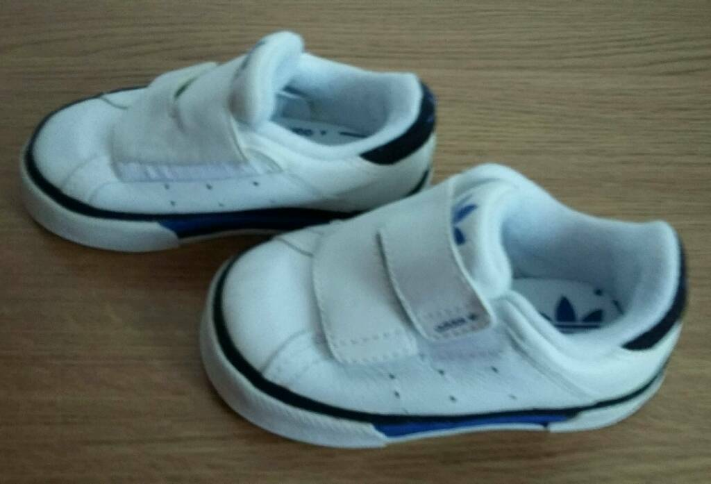 Boys Adidas trainers toddler size 4