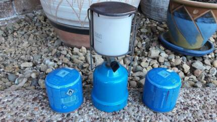 Gas lantern for camping including 2 spare gas cartridges