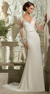 Gorgeous lace long-sleeve wedding gown/ dress