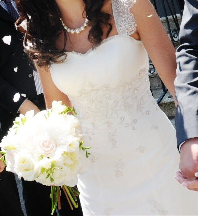 Beautiful Designer size 8 wedding dress Essence of Australia lace ...