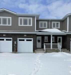 Townhouse in Amherstview - Close to Amenities