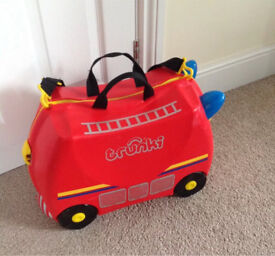 Fire engine red ride on trunki with strap
