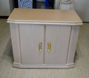 Solid wood Cabinet with 2 shelves