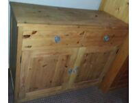 SOLID WOOD PINE. LARGE CHEST OF DRAWERS