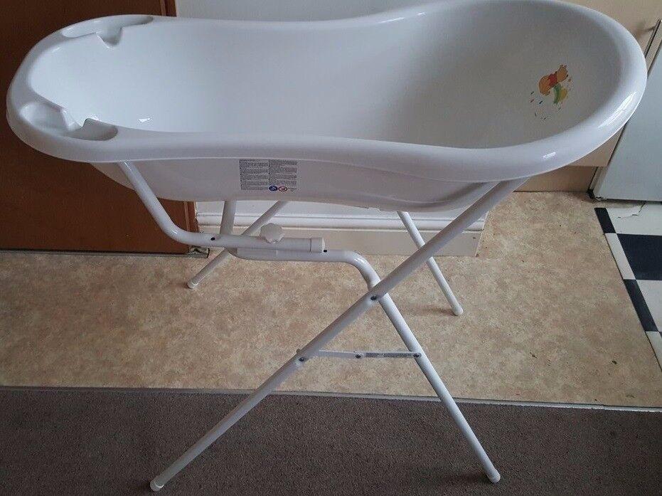£10 - Disney Winnie the Pooh Baby Bath (no foldable stand)
