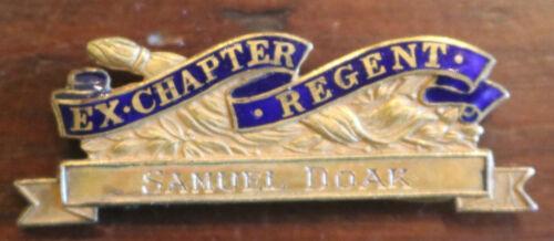 Vintage DAR Daughters American Revolution Ex-Chapter Regent Pin JE Caldwell GF