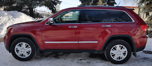 2013 Jeep Grand Cherokee Overland 4 x 4 -- Mint Condition NO GST