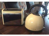 Cream Breville Kettle & Toaster