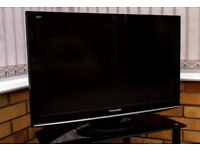 """PANASONIC LCD TELEVISION 32"""" WITH USER MANUAL PRISTINE CONDITION"""