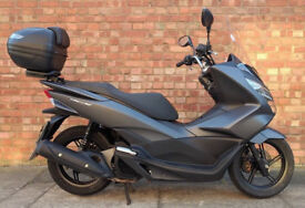 Honda PCX 125cc (16 REG) in grey, 1 Owner! Excellent condition, low mileage