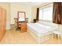 2 Rooms in Surrey Quays/ One Has Balcony