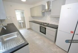 6 bedroom house in Grange Avenue, Reading, RG6 (6 bed) (#1196504)