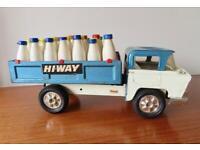 Original Vintage*Tri-ang (Triang) HI-WAY Milk Truck*Complete with milk bottles*