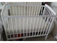 Kinder valley space saving cot