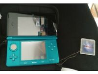 BASICALLY NEW 3DS + GATEWAY 3DS HACK CARD RED AND BLUE + CHARGER + CASE