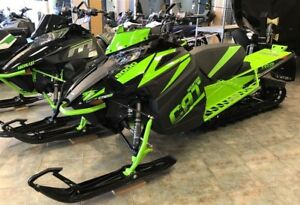 2018 Arctic Cat Mountain Cat 8000 M8 153 Ctec2 800cc 3 de crampo