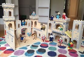 Melissa and Doug Wooden Medieval Castle with two sets of play Knight Figures