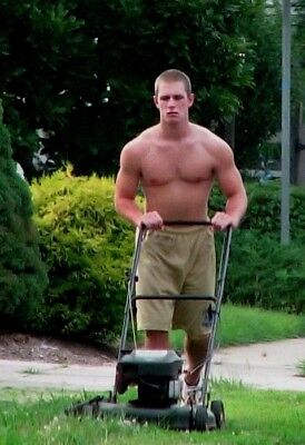Shirtless Male Muscular Athletic Beefcake Lawn Care Hunk Mowing PHOTO 4X6 F1446