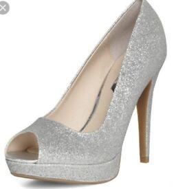 Sparkle shoes size 5