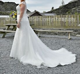 Size 14 ivory wedding dress