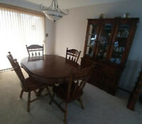 Solid Oak Dining Room Table/Chairs/Buffet