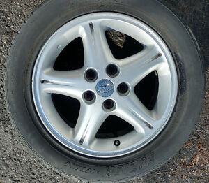 4 Mags Nissan avec pneus d'été 215/55 R16