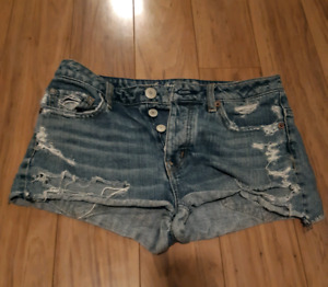 AMERICAN EAGLE- highwasted ripped jean