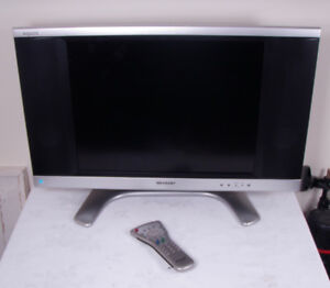 """Sharp Aquos 20"""" LCD TV w/ Built In Speakers & Remote LC-20B8U-S"""