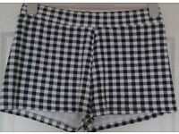 Checked Shorts, size 14