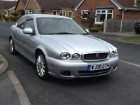 Top of range jaguar sovereign ,with sat nav and black leather heated seats with gray piping