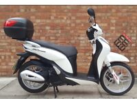 Honda SH MODE 125cc (15 REG) White, Excellent condition, One previous owner, ONLY 1251 miles!