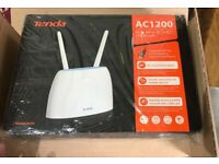 Tenda 4g + WiFi SIM CARD router nearly new