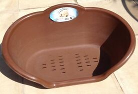 PLASTIC OVAL BROWN DOG BASKET / BED (20 inches wide)