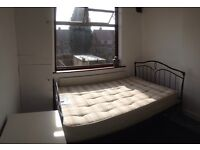 Cv6 room to share in 3 bedroom house text Text to view 07888832828 Cv6 Radford