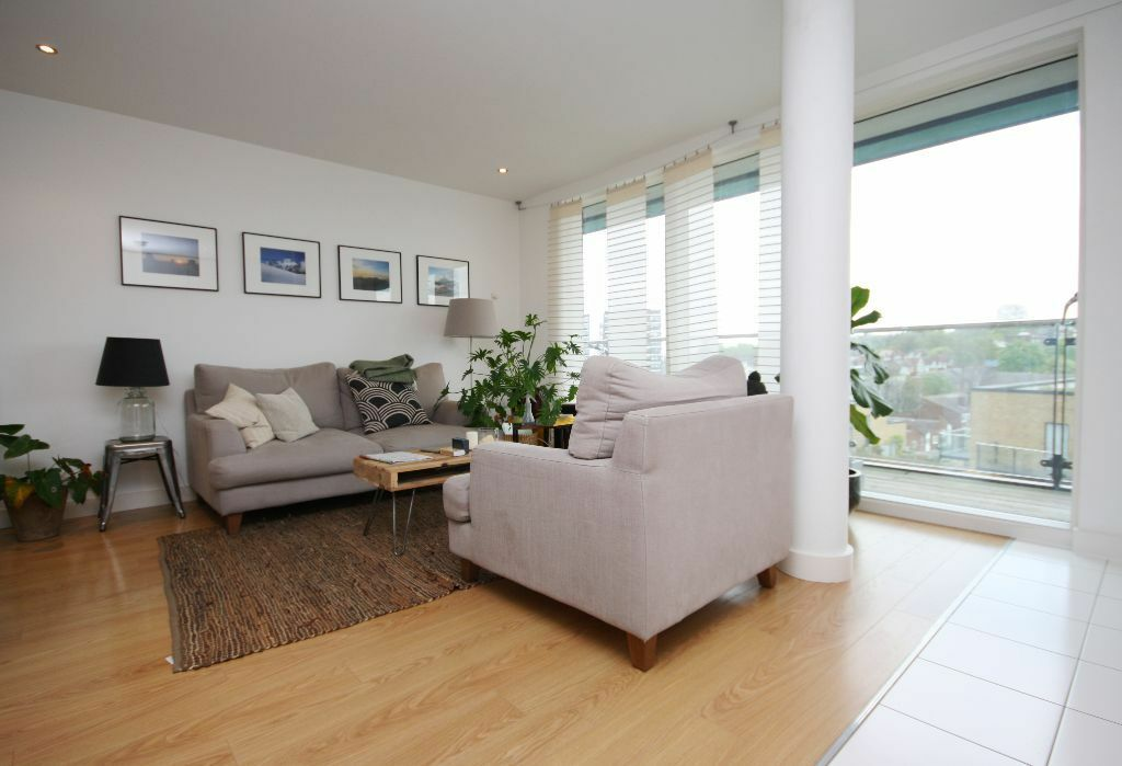 One bedroom apartment situated on the 9th floor, including residents gym and concierge