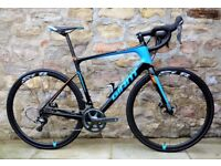 COST £2900. 2017 GIANT DEFY ADVANCED PRO 1 DISC CARBON ROAD BIKE. CARBON WHEELS. SUPERB CONDITION