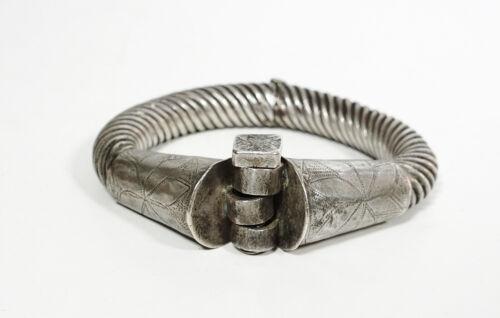 Antique handmade silver metal hinged bracelet wolo Ethiopia. Berber style JE21