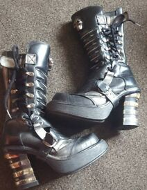 New rock boots size 6