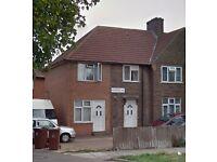 Ground Floor Flat to rent in Becontree Avenue, Dagenham RM8 £1,250 pcm (£288 pw)