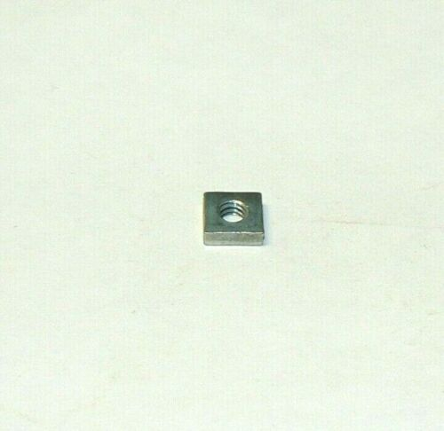 10/24 SQUARE NUTS - ZINC PLATED - LOT OF 200 PCS.