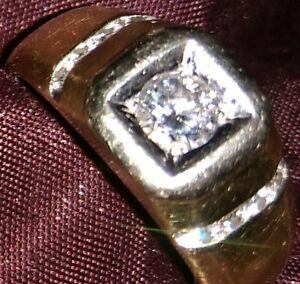mans yellow gold ring  , centre diamond with 8, set in white gol