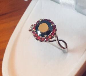 Bague en or 10k Diamant Noir de 1,40 carat et Rubis.Véritable!