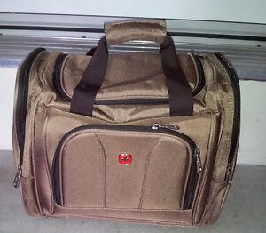 LIKE NEW SWISS GEAR DUFFLE BAG TRAVEL CABIN BAG London Ontario image 1