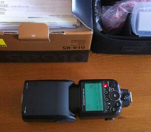 Nikon SB 910 Speedlights for sale