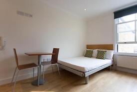 Studio flat in Shepherds Bush Road, Brook Green