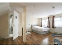6 bedroom house in Dylways Road, London, SE5 (6 bed) (#1085005)