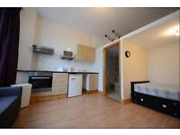 1 bedroom flat in Talgarth Road, Barons Court, London W6