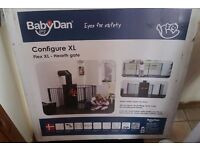 Baby stair gate / room divider / play pen