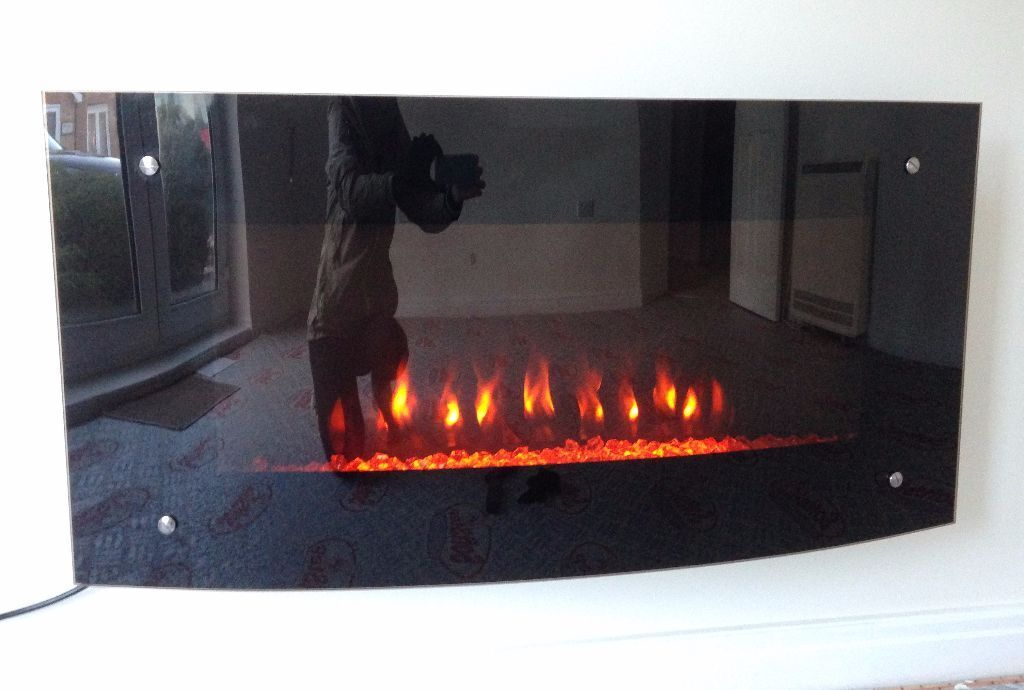 B&Q Carolina Glass Wall Hung Electric Fire With Remote
